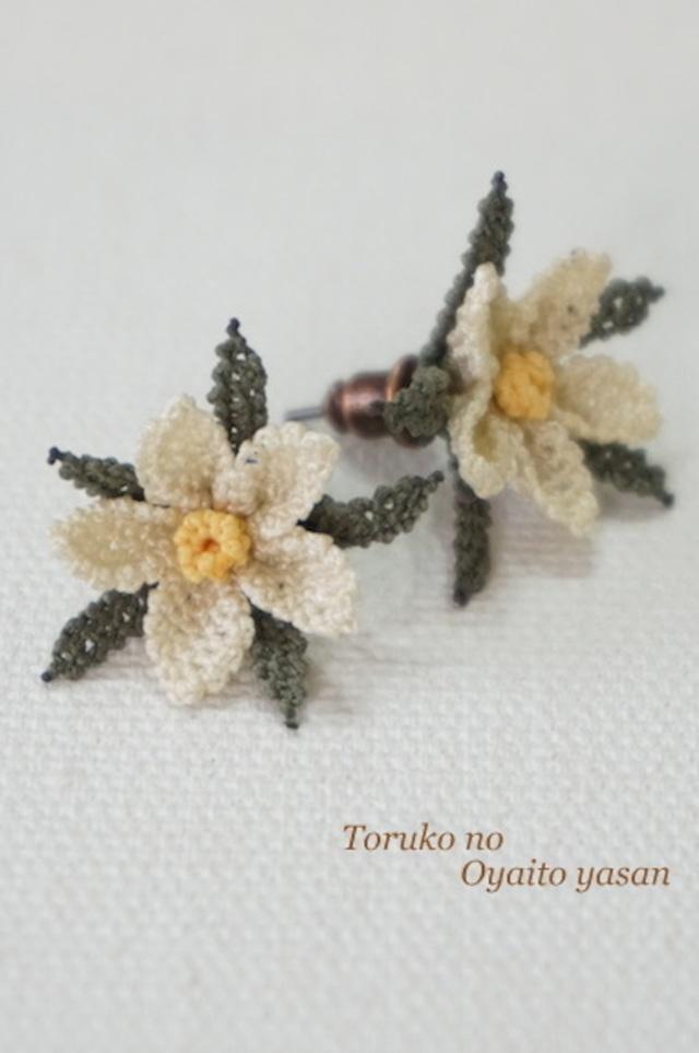 イーネオヤ 小花のピアス ホワイト系:NaP1-SF1