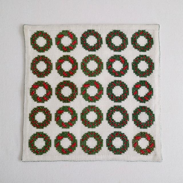 [SOLD OUT] スウェーデン / ドイリー ティーマット 刺繍 クリスマスリース