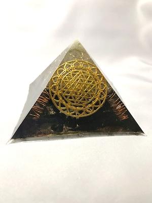 ピラミッド型オルゴナイト【ブラックトルマリン&天然水晶】蓄光パウダー入りで光る♫