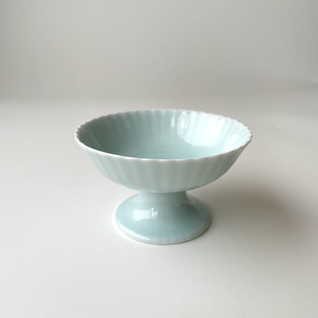 青白磁二重菊高台小鉢