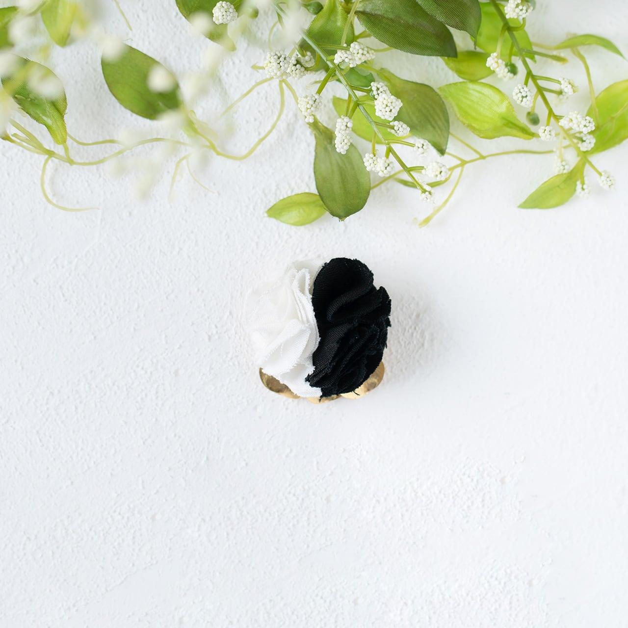 麻のブローチ 〈 Lapelsage 〉白 & 黒
