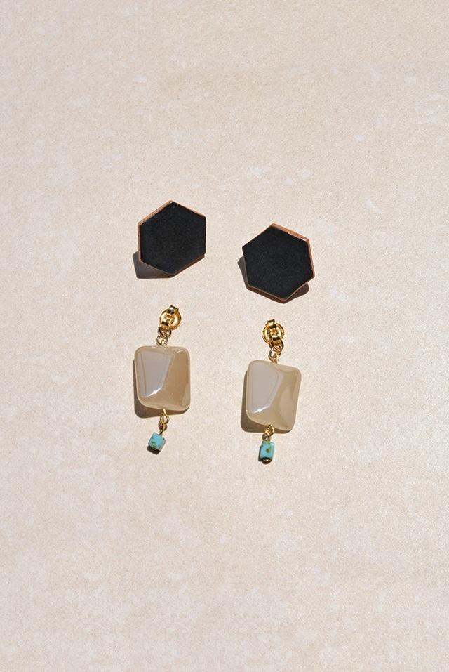 ピアス: 特製陶製タイル &ヴィンテージガラス 「シャープな目線」