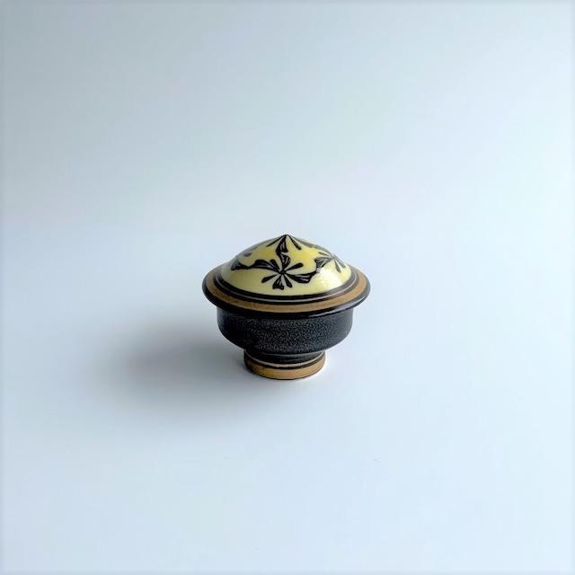 【在庫限り*伊万里焼】黒釉黄花絵 珍味入れ