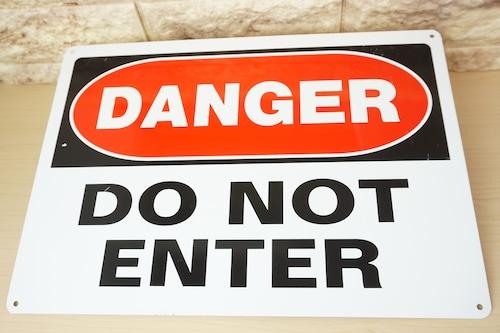 アルミ看板(DANGER DO NOT ENTER)