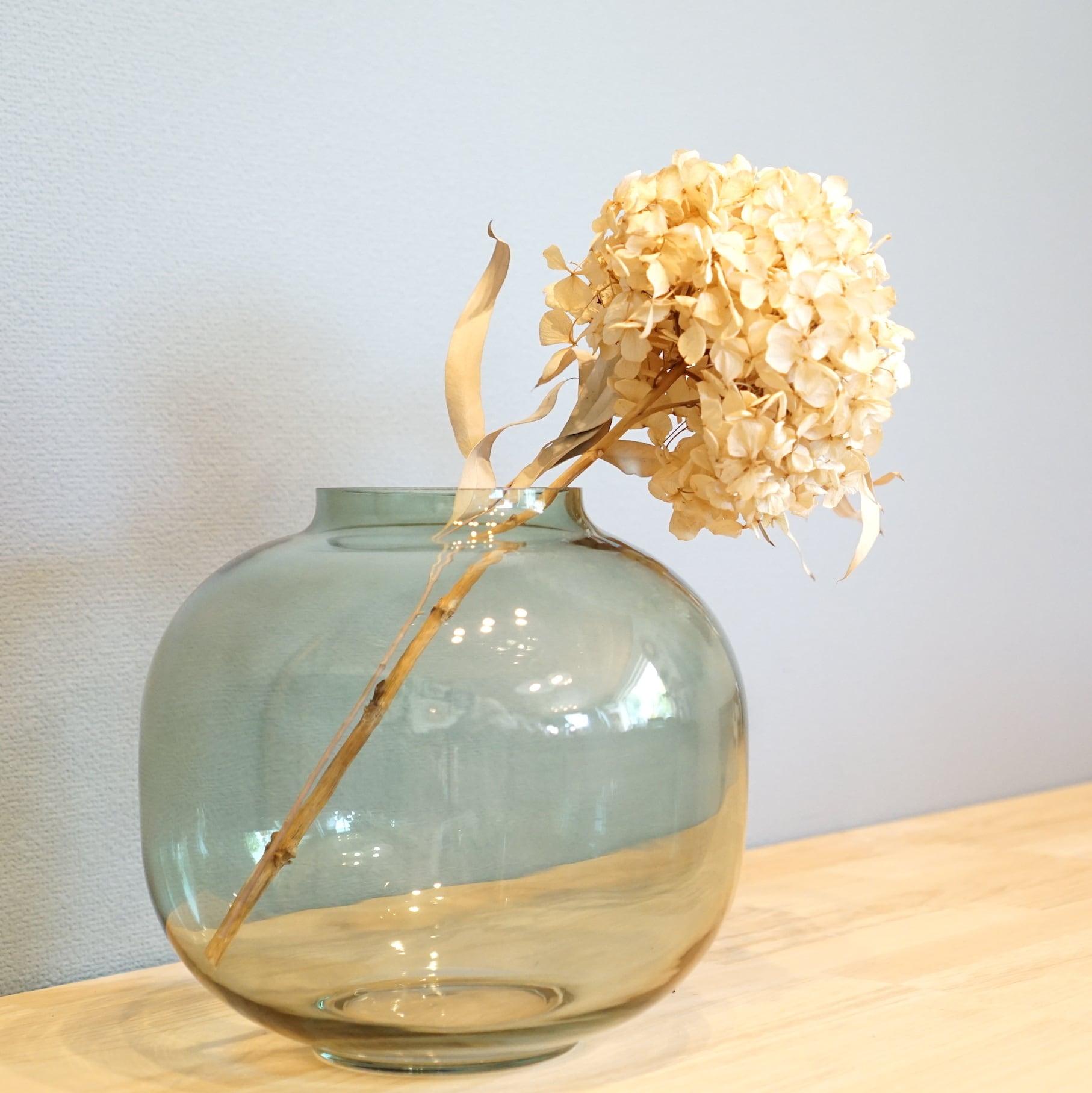 枝物や大ぶりのお花を飾るのにぴったりなビッグサイズ。ビッグベース バルーン ライム
