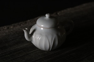 豊増 一雄 白瓷蓮弁紋茶壷