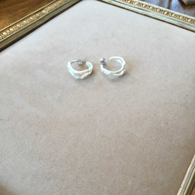 matt two-ring pierce