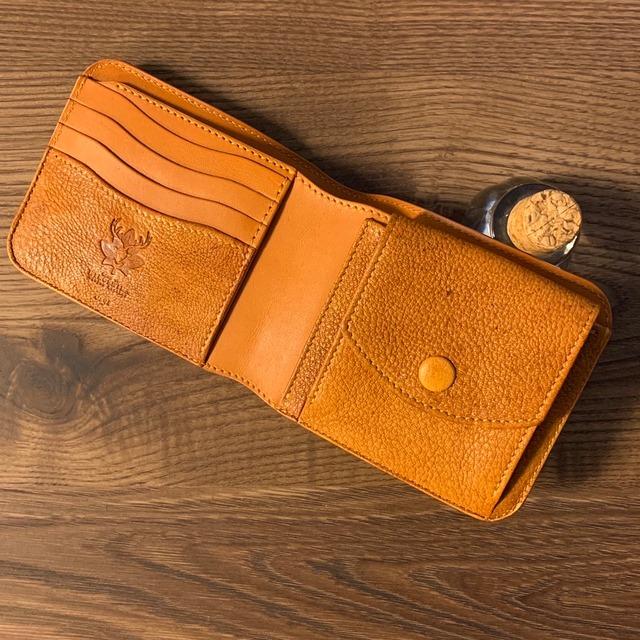 広島ジビエレザー☆鹿革&牛革二つ折り財布 ワイルドキャメル 写真の現品のお届けとなります