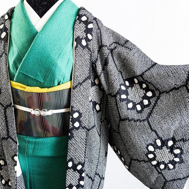 【総絞り】羽織 みんな大好きモノトーン  亀甲にひまわり 黒×白 丈83裄66