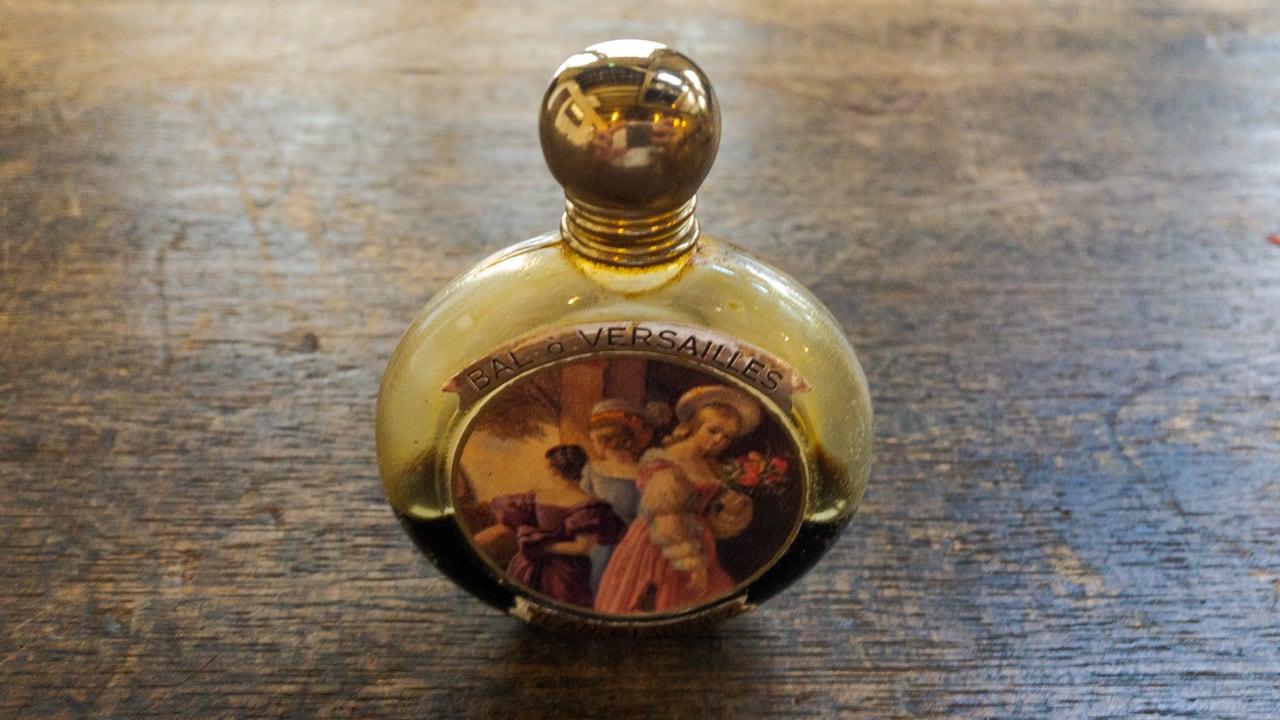 古い香水のびん