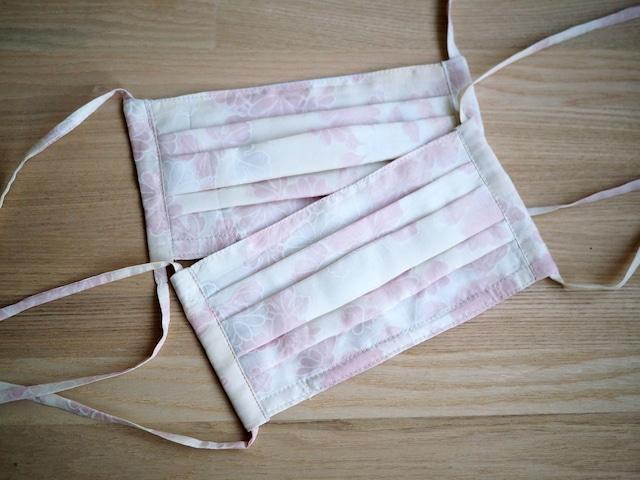 【K.S様用】ピンクのお花がおしゃれなシルクマスク(プリーツ型ノーズワイヤー入り)オーダーメイド二枚セット
