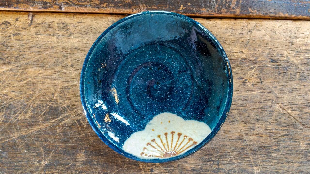 心優しき姉妹の小さな藍色のお皿