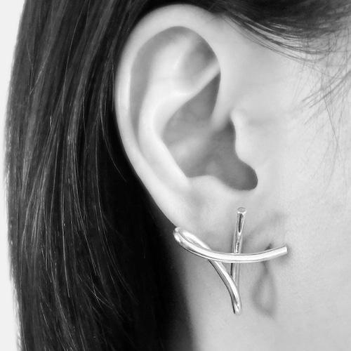 Two beats pierced earrings