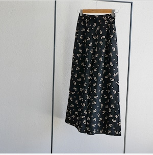 straight tuck wide pants (black Flower)