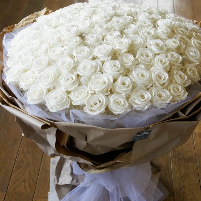 感動の108本の薔薇はプロポーズ「結婚してください」