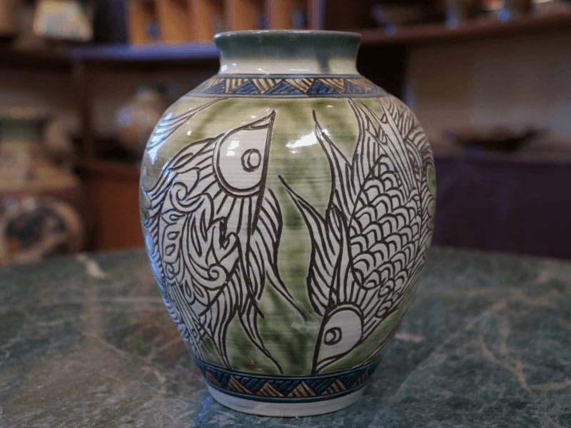 魚紋の壺 【金城陶器秀陶房】