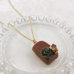 一粒チョコレートのネックレス