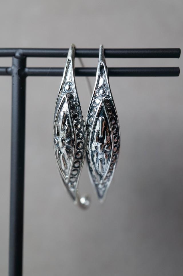 Staring Silver Earrings -001