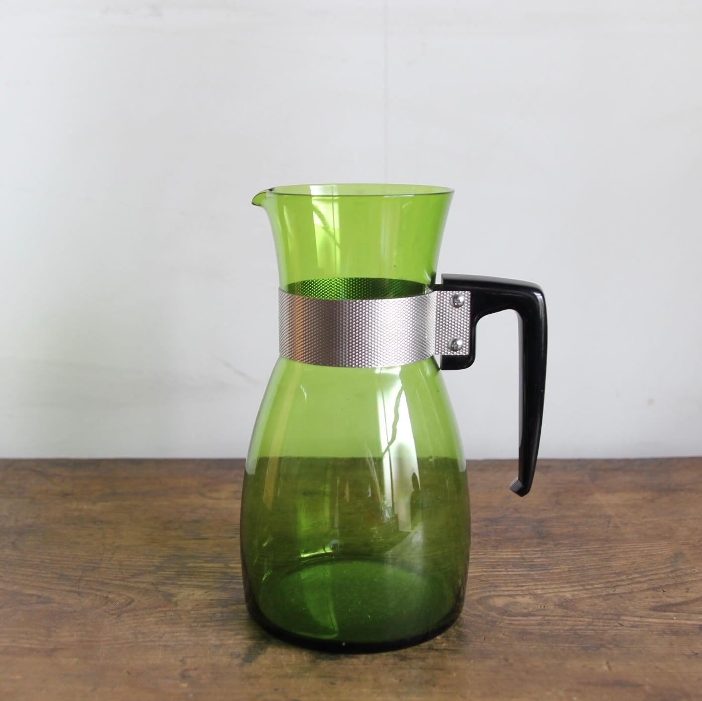 緑色の水差し