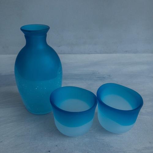 青いガラスのツートーン酒器
