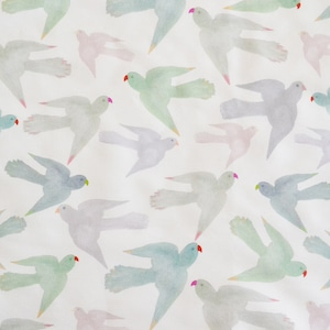 < Pastel Parrots > コットンリネンキャンバス生地 45cm x 68cm