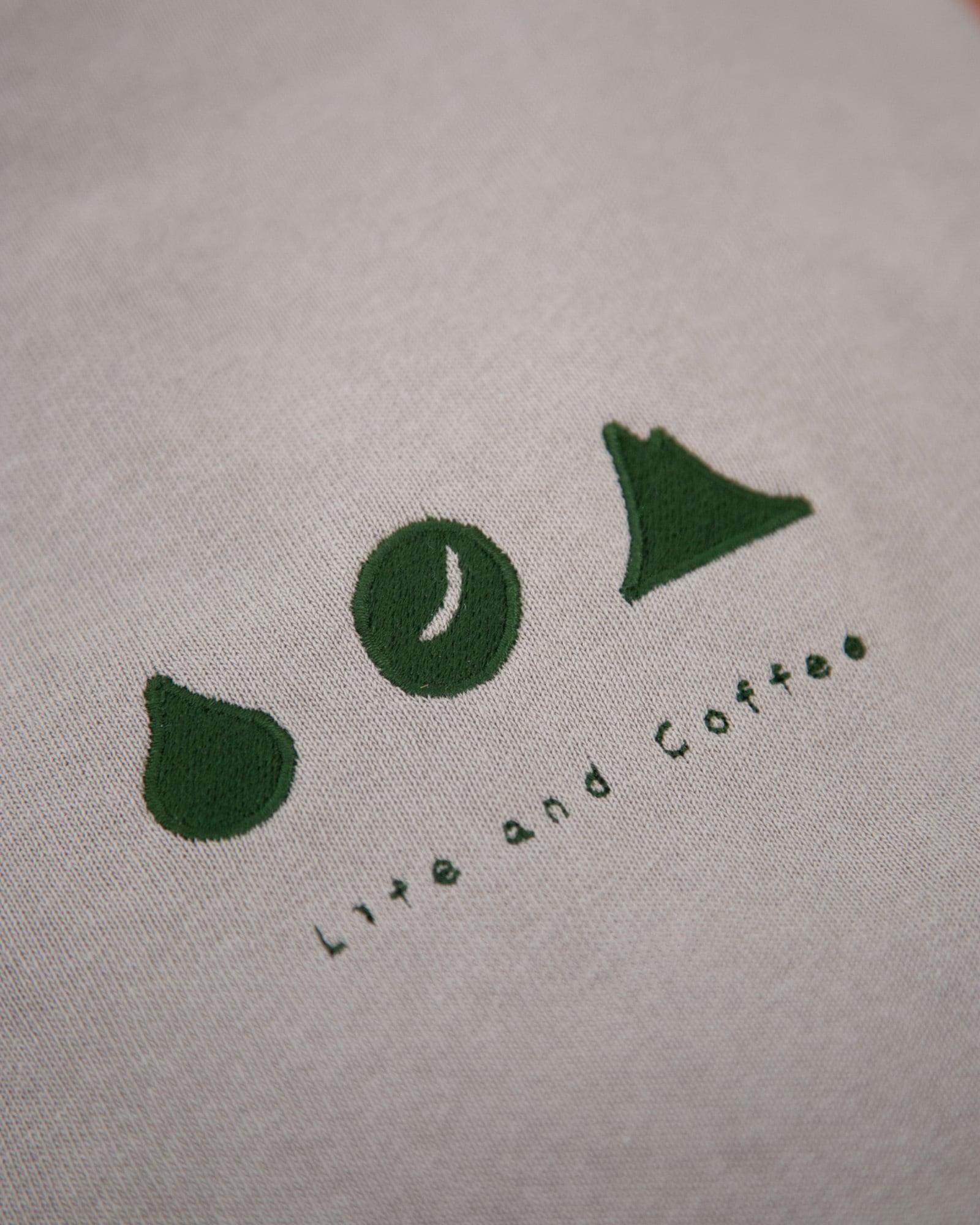 暮らしと珈琲のTシャツ(刺繍)