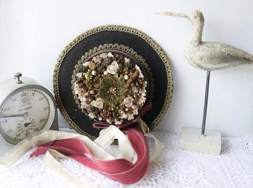 民族衣装帽子 飾り帽子 Hutgebinde ドイツ装花 ピンクのバラ