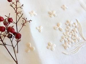 ironna happa クロス 白い小花