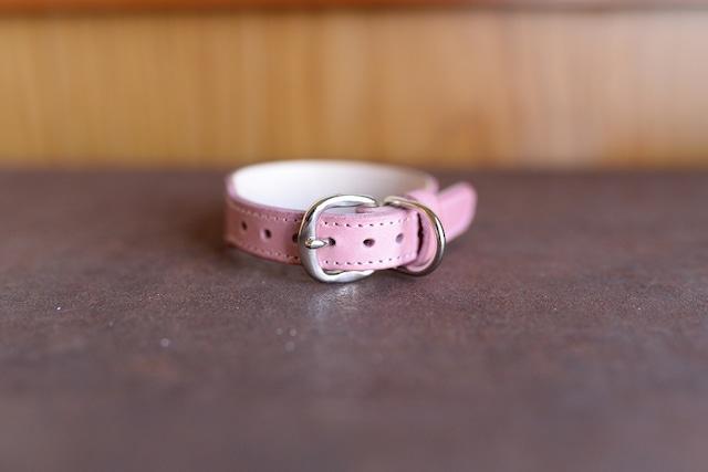 薄いピンクの革を使った小型犬用の首輪 K-sp9bb