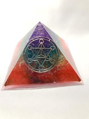 ピラミッド型オルゴナイト【レインボーカラー&天然水晶】