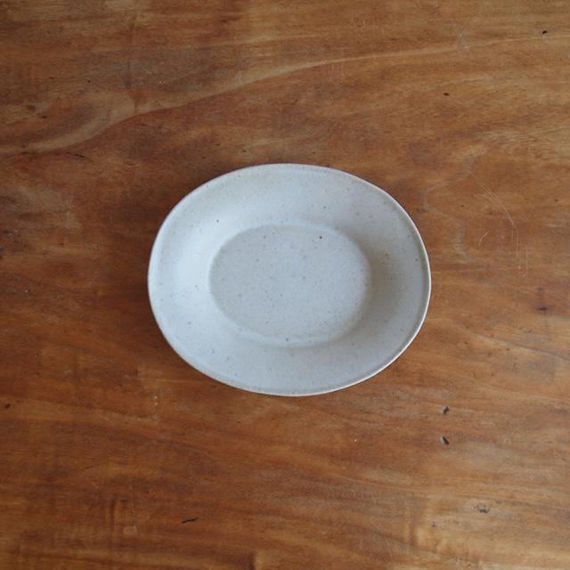 今井律湖|楕円小皿 乳白