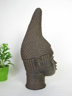 王母の記念像 (Queen Mother Memorial Head) 3