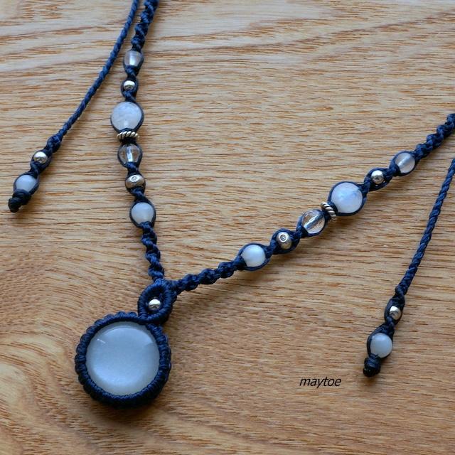 レインボームーンストーン(ホワイトラブラドライト) -ウッドビーズと組み合わせた天然石マクラメブレスレット-<金属フリー>