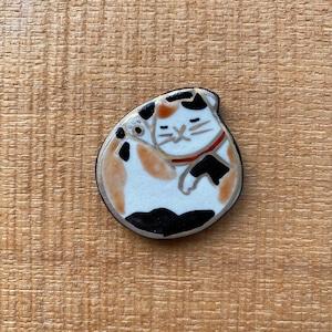丸まる猫三毛 (帯留・ブローチ)