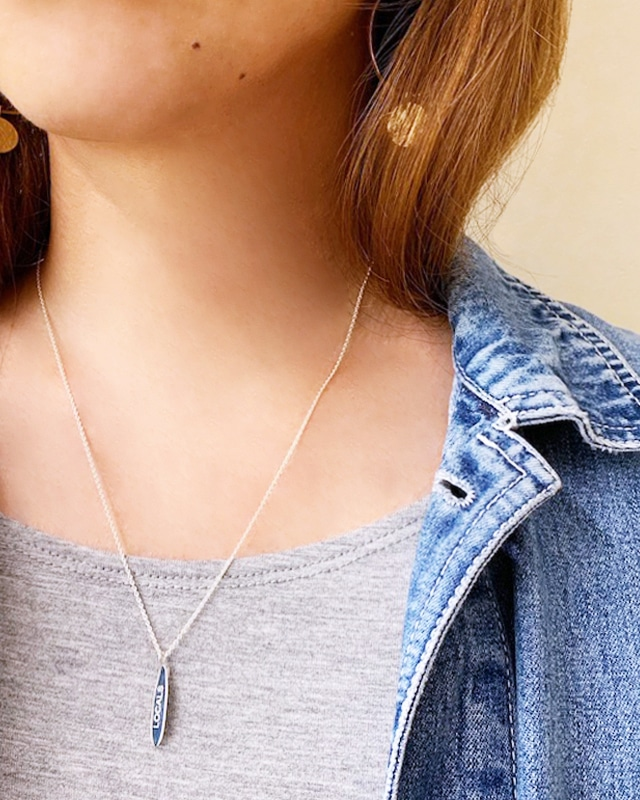 Silver Surf boad necklace  /  on the beach        OBH-017