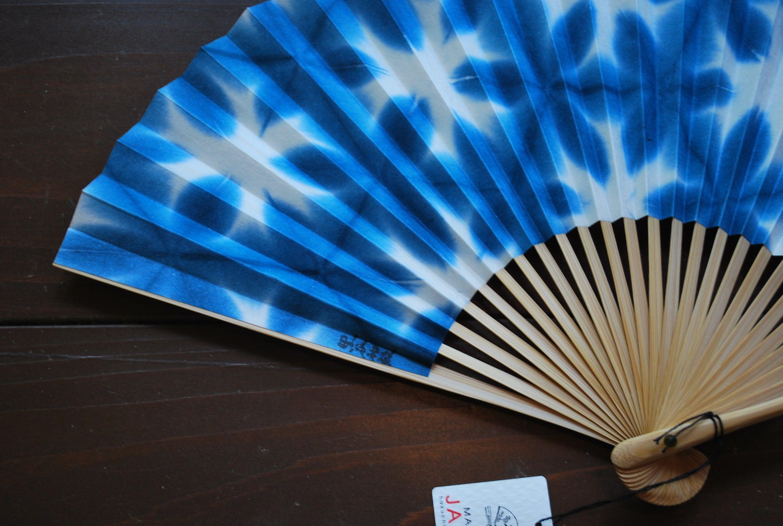 黒谷和紙扇子 雪花絞り 女性用 (青)