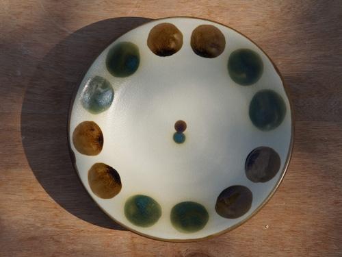 伝統の色合い丸紋緑釉 6寸皿(約18cm) 【ヤチムン大城工房】
