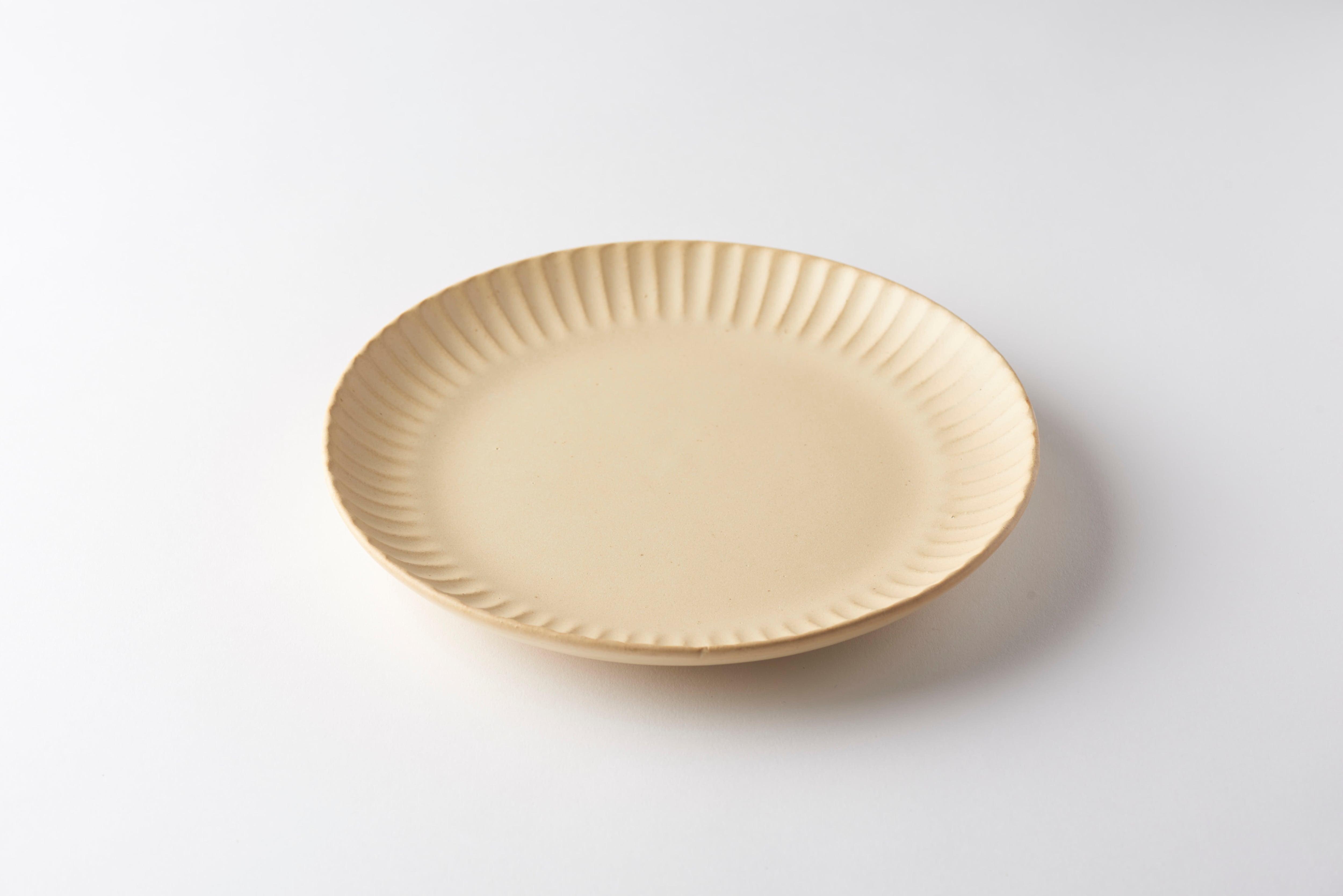 太しのぎ7寸皿(クリーム)