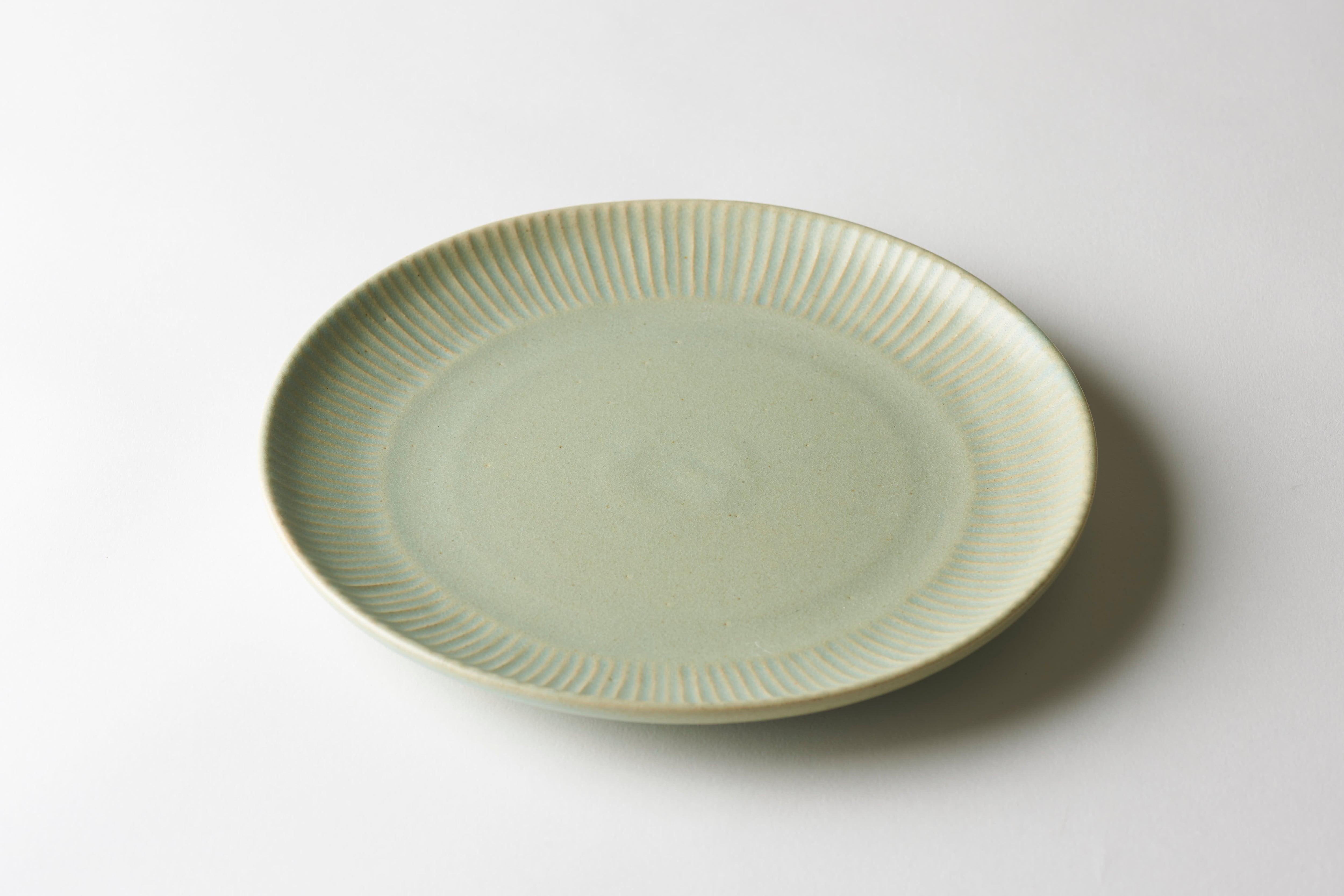 しのぎ8寸皿(グリーン)