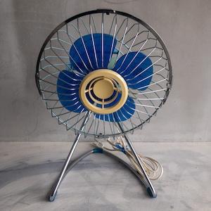 青いレトロな扇風機