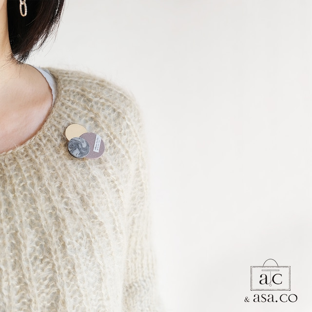 どんなお洋服にも似合う!シンプルフォルム 陶&牛革&麻のブローチ〈 Dots 〉Marble