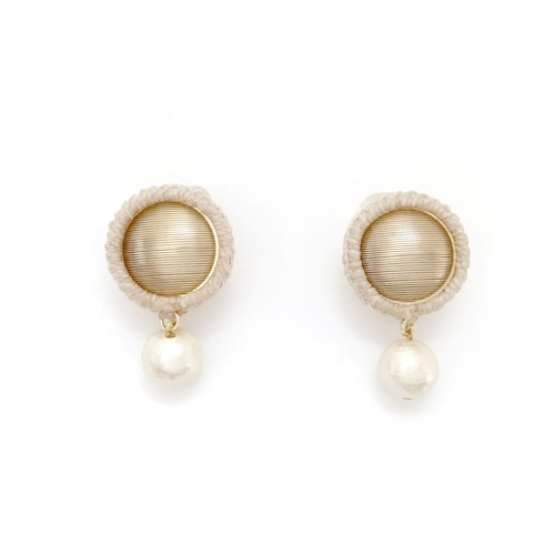 Wrapped Button Pearl Earrings / White (イヤリング/ピアス)