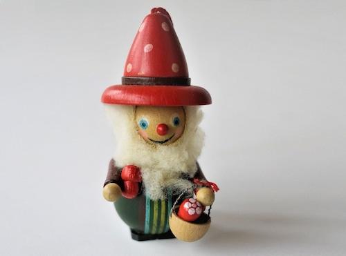 木製オーナメント 赤い帽子のおじいさん 東欧ビンテージ