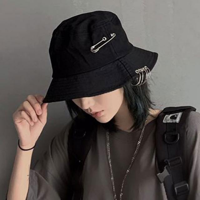 【都谷シリーズ】★飾り物付き帽子★ ぼうし ブラック 黒い 原宿風 個性的 小物 レトロファション 激安