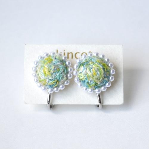 kincot 色糸 小さなまるイヤリング(パール×ライトグリーン)