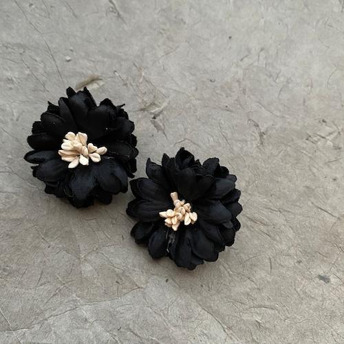 【ピアス/イヤリング】Simurgh シームルグ ブラック フラワー 花 造花