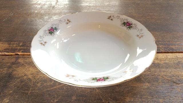 金縁の花模様のお皿