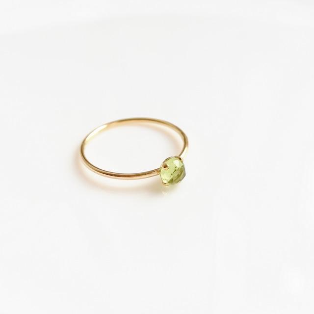 8月誕生石/ペリドット4本爪指輪(14kgf)