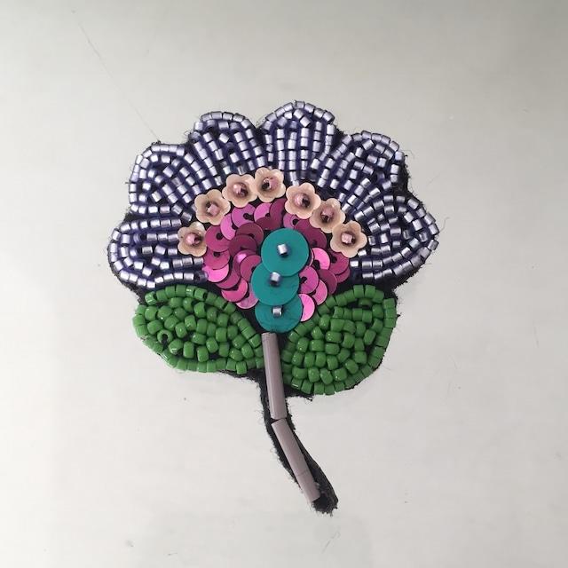 紫と緑のお花