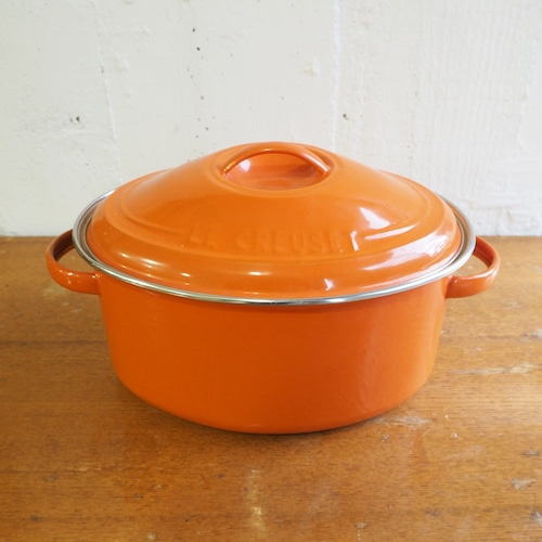 ヴィンテージ ル・クルーゼのオレンジのオーバルホーロー鍋